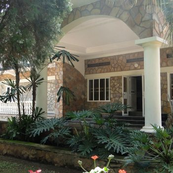 quite location of the entebbe paml hotel B&B