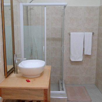 Palm hotel en suite bathrooms